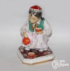 """Скульптура """"Девочка, разливающая чай"""" (""""Маленькая хозяйка"""")"""
